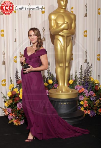 Natalie Portman - Hollywood - 02-03-2011 - Il red carpet sceglie il colore viola. Ma non portava sfortuna?