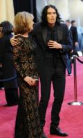 madre, Russell Brand - Hollywood - 27-02-2011 - 83rd Oscar 2011: gli arrivi sul red carpet