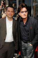 "Charlie Sheen, Jon Cryer - Hollywood - 12-03-2009 - Charlie Sheen ""drogato di se stesso"" vuole 3 milioni di dollari a puntata"
