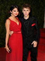 Selena Gomez, Justin Bieber - West Hollywood - 27-02-2011 - Justin Bieber e Selena Gomez insieme e in tinta al party di Vanity Fair