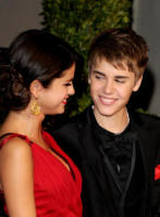 Selena Gomez, Justin Bieber - West Hollywood - 27-02-2011 - Justin Bieber e Selena Gomez insieme e in tinta al party di Vanity Fair