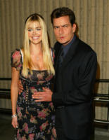 Charlie Sheen, Denise Richards - Westwood - 20-10-2003 - Charlie Sheen attacca anche Denise Richards