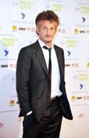 Sean Penn - Berlino - 14-02-2011 - Cannes è il festival delle coppie: attesi Jolie-Pitt, Paradis-Depp, Cruz-Bardem, Johansson-Penn