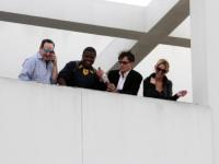 Natalie Kenly, Charlie Sheen - Los Angeles - 07-03-2011 - Charlie Sheen come Sandokan, beve sangue di tigre brandendo una spada