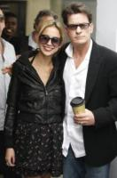 Natalie Kenly, Charlie Sheen - Los Angeles - 07-03-2011 - Charlie Sheen non torna a Due uomini e mezzo, o forse si'