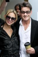 Natalie Kenly, Charlie Sheen - Los Angeles - 07-03-2011 - Kacey Jordan tenta il suicidio, ancora problemi per le donne di Charlie Sheen