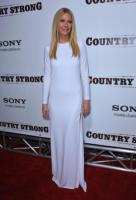 Gwyneth Paltrow - Beverly Hills - 14-12-2010 - Contratto record per l'album d'esordio di Gwyneth Paltrow