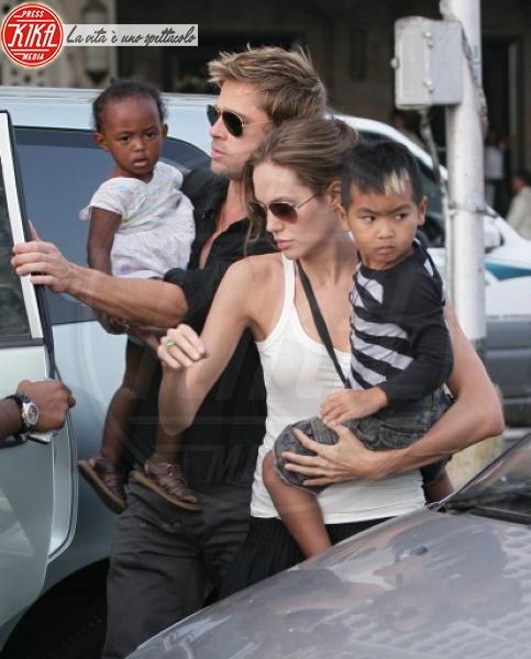 "Maddox Jolie Pitt, Zahara Jolie Pitt, Angelina Jolie, Brad Pitt - Los Angeles - 13-03-2011 - Brad Pitt: ""Stare con la mia famiglia significa tutto per me"""