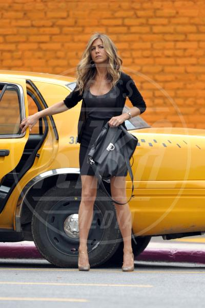 Jennifer Aniston - New York - 17-07-2009 - A ogni star il suo colore: nero per Angelina, rosa per Paris