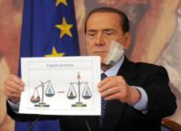 Silvio Berlusconi - Roma - 10-03-2011 - Bende, cerotti, gessi, la dura vita della star