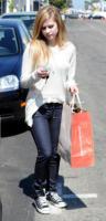 Avril Lavigne - 24-06-2010 - Giù dai tacchi: le Star preferiscono le All Star!
