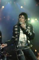 Michael Jackson - Los Angeles - 27-12-2009 - I tifosi del Fulham hanno chiesto la rimozione della statua di Michael Jackson