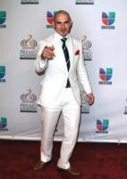 Pitbull - Miami - 18-02-2011 - Marc Anthony e Jennifer Lopez sul palco, separati, agli Ama