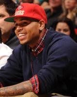 Chris Brown - Miami - 30-10-2010 - Chris Brown fa una scenata ed esce a torso nudo dagli studi Abc