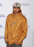 Chris Brown - Los Angeles - 08-02-2011 - Chris Brown fa una scenata ed esce a torso nudo dagli studi Abc