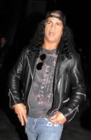 Slash - Beverly Hills - 30-11-2010 - Slash di ritorno da Osaka fa il tifo per il Giappone