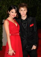 Selena Gomez, Justin Bieber - Los Angeles - 28-03-2011 - Selena Gomez e Justin Bieber adottano un cane