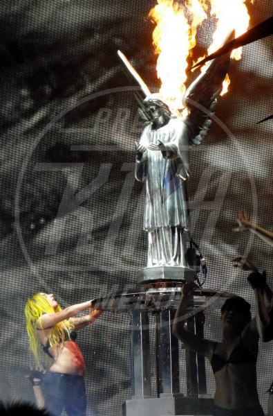 Lady Gaga - Concerto - Los Angeles - 29-03-2011 - Chiesa e show biz, un rapporto di amore e odio