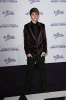 Justin Bieber - Los Angeles - 08-02-2011 - Justin Bieber testimonial Peta per l'adozione degli animali