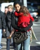 """Suri Cruise, Katie Holmes - Boston - 27-10-2009 - Katie Holmes prepara la festa di compleanno della figlia: """"Una festa solo per ragazze"""""""