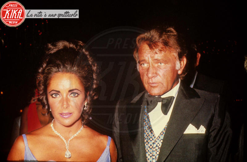 Liz Taylor, Richard Burton - Los Angeles - 23-03-2011 - Anche il set di Stranger Things è galeotto!