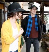 Rachel Bilson, Hayden Christensen - Malibu - 04-03-2009 - Woodley-James: quando il set e' galeotto