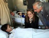 Angelina Jolie - Los Angeles - 29-12-2009 - Jovanotti, concerto a sorpresa per i piccoli pazienti del Meyer