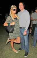 Cy Waits, Paris Hilton - 17-04-2011 - Paris Hilton aggredita sulla strada per il tribunale