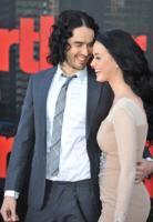Katy Perry, Russell Brand - Londra - 19-04-2011 - Katy Perry e Russell Brand ridono delle voci di divorzio