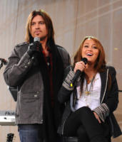 "Billy Ray Cyrus, Miley Cyrus - Nashville - 12-11-2008 - Billy Ray Cyrus: ""La cosa importante è che Miley sia felice del suo lavoro"""