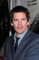 Ethan Hawke - Los Angeles - 21-04-2011 - L'attore Ethan Hawke sarà nel remake di Total Recall