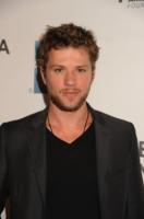 Ryan Phillippe - New York - 22-04-2011 - Ryan Phillippe e Reese Witherspoon insieme a Disneyland per il compleanno del figlio