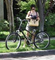Rachel Bilson - Beverly Hills - Paglia, vimini & corda: ecco le borse dell'estate!