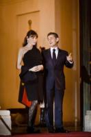 Nicolas Sarkozy, Carla Bruni - Parigi - 02-03-2011 - Sarkozy deriso dai media. Notate nulla in questo scatto?