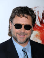 Russell Crowe - West Hollywood - 16-11-2010 - Russell Crowe diventa regista per il poliziesco 77