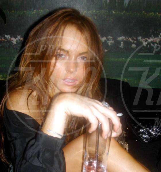 Lindsay Lohan - Los Angeles - 22-02-2011 - Camilla di Cornovaglia, in vino veritas?