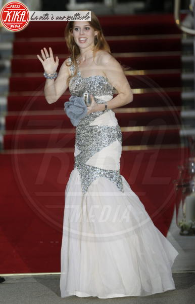 Principessa  Beatrice di York - Londra - 28-04-2011 - La principessa Beatrice mette all'asta il cappello delle nozze