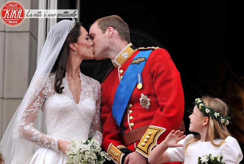 bacio, Principe William, Kate Middleton - Londra - 29-04-2011 - Prosciutto di Parma e yacht milionario per la luna di miele dei reali