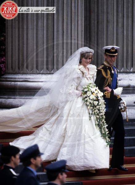 Principe Carlo d'Inghilterra, Lady Diana - Londra - 15-03-1982 - Da Kate a Lady D, gli abiti da sposa Windsor più belli