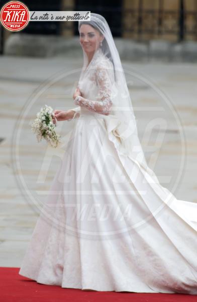 Kate Middleton - Londra - 29-04-2011 - Amal e George: Hello! e People svelano l'abito della sposa