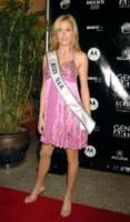 Tara Conner - New York - 16-05-2006 -  Tara Conner corteggiata da Playboy
