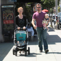 Olivia Van Der Beek, Kimberly Brook, James Van Der Beek - Los Angeles - 01-05-2011 - James Van Der Beek ha un secondo figlio e una serie tv in arrivo