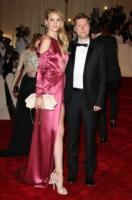 Rosie Huntington-Whiteley, Christopher Bailey - New York - 02-05-2011 - Il Metropolitan Museum rende omaggio allo stilista Alexander McQueen durante l'annuale Costume Institute Gala Benefit