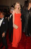 Lara Stone - New York - 02-05-2011 - Il Metropolitan Museum rende omaggio allo stilista Alexander McQueen durante l'annuale Costume Institute Gala Benefit