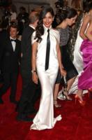 Freida Pinto - New York - 02-05-2011 - Il Metropolitan Museum rende omaggio allo stilista Alexander McQueen durante l'annuale Costume Institute Gala Benefit