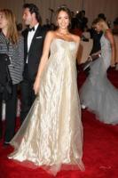 Jessica Alba - New York - 02-05-2011 - Il Metropolitan Museum rende omaggio allo stilista Alexander McQueen durante l'annuale Costume Institute Gala Benefit