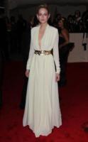 Leelee Sobieski - New York - 02-05-2011 - Il Metropolitan Museum rende omaggio allo stilista Alexander McQueen durante l'annuale Costume Institute Gala Benefit