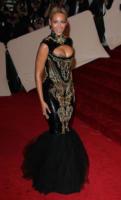Beyonce Knowles - New York - 02-05-2011 - Il Metropolitan Museum rende omaggio allo stilista Alexander McQueen durante l'annuale Costume Institute Gala Benefit