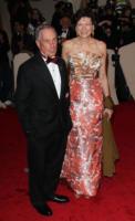 Diane Taylor, Michael Bloomberg - New York - 02-05-2011 - Il Metropolitan Museum rende omaggio allo stilista Alexander McQueen durante l'annuale Costume Institute Gala Benefit