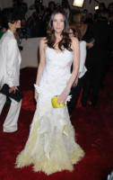 Liv Tyler - New York - 02-05-2011 - Il Metropolitan Museum rende omaggio allo stilista Alexander McQueen durante l'annuale Costume Institute Gala Benefit